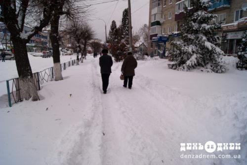 Для ліквідації снігових заметів на дорогах залучено 40 одиниць техніки