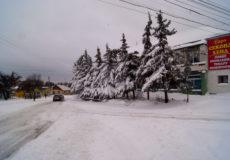 Залізничні колії та дороги на Шепетівщині засипані снігом