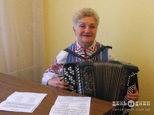 Українська пісня живе в її серці