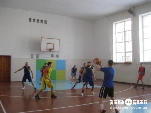 Баскетбол: «молодість» проти «досвіду»
