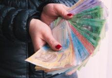 На Хмельниччині шахраї видурили гроші у двох жінок за однією схемою