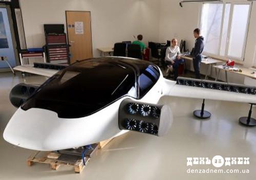 Літаючі автомобілі, змагання роботів-митців та проліт крізь кільця Сатурна