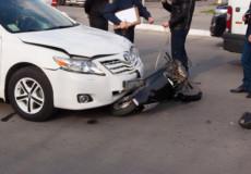 Скутер та іномарка не розминулися на перехресті