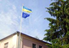 У Шепетівці урочисто підняли прапори України та ЄС