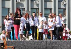 У вишиванках в Шепетівці відзначили День Героїв