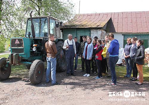 У Мокіївцях навчають трактористів