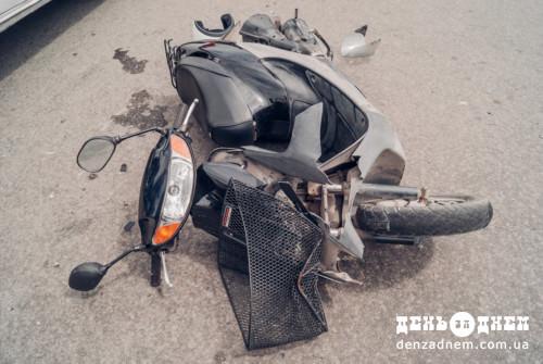 Знову скутер не розминувся з легковиком