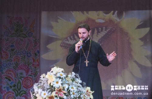Переможець «Голосу країни» співав про материнську любов у Шепетівці