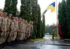 У Шепетівці прапор піднімали між «крапельками»