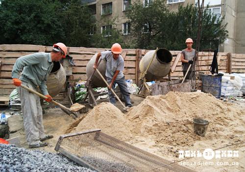 Шепетівські будівельники затребувані за кордоном, лише непитущі