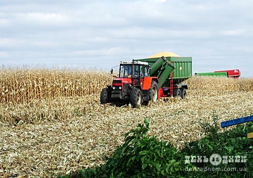 У Шепетівському районі закінчили збір ранніх зернових