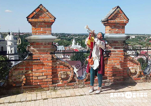 «Вартую! Шановні лучани, вітаємо гостей зі славного міста Шепетівки»!