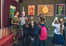 У музеї Миколи Островського триває виставка мисткині Алли Макарик