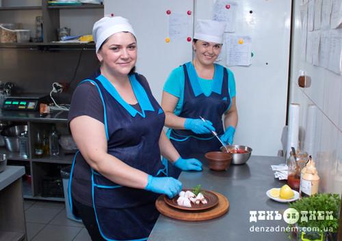 Шепетівські кухарі готують страви за рецептами львівського шеф-кухаря