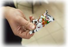 Обережно! На Хмельниччині дітей пригощають небезпечними цукерками