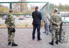 Шепетівський суд задовольнив позов щодо видворення нелегала