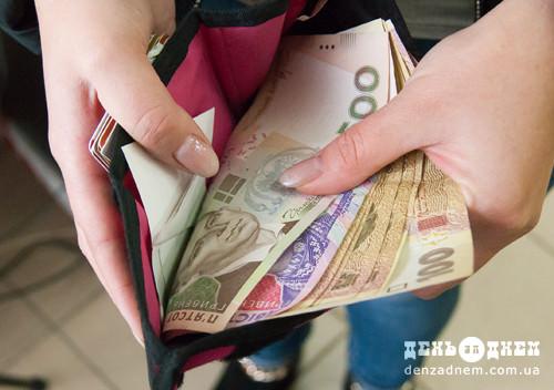 В червні на Хмельниччині найвищу зарплату отримали працівники фінансової та страхової діяльності
