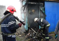 Шепетівські рятувальники ліквідували пожежу господарчої будівлі