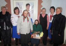 На Шепетівщині всією громадою вітали 90-літню ювілярку