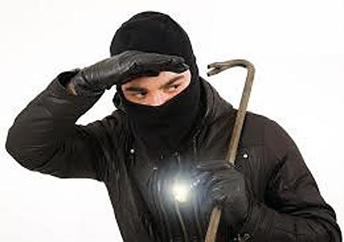 У Шепетівському районі 38-річного грабіжника «на гарячому» затримав брат власника будинку