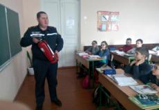 Шепетівських школярів навчали обережній поведінці з вогнем