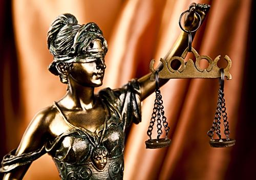 Чоловік не погодився із рішенням Ізяславського суду, що його колишня співмешканка позбавила права користування житлом