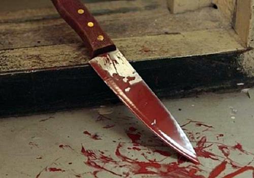 На Хмельниччині чоловік встромив товаришу ножа прямісінько в серце