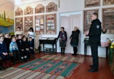 Шепетівський поліцейський пояснив учням вимоги законодавства
