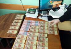 Під керівництвом шепетівської прокуратури викрито особу при спробі підкупу поліцейського