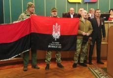 Свободівці ініціювали підняття червоно-чорного прапора на адмінбудівлях