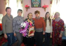 У свої 90 років мешканка  Шепетівського району працює на городі