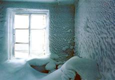 У Шепетівці дитину і матір госпіталізували, щоб не замерзли у власному помешканні
