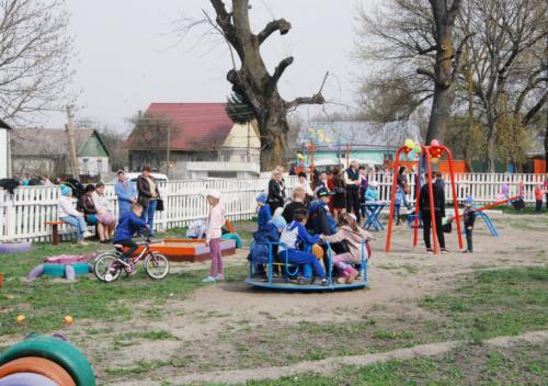 У Пашуках відкрили спортивно-ігровий майданчик