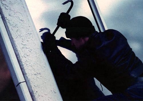 Мешканець Шепетівського району зухвало пограбував літнього чоловіка