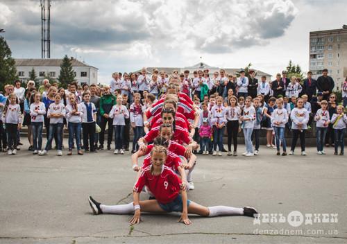Всесвітній день вишиванки у Шепетівці відзначили фестивалем флешмобів