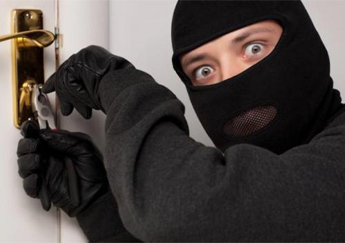 У День закоханих зловмисники у Шепетівському районі викрали гроші та цифровий тюнер