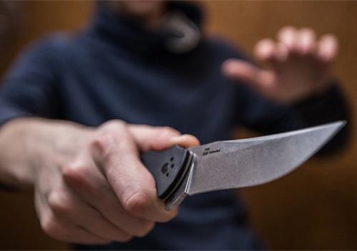 У Шепетівці розбійники, погрожуючи ножем, відібрали 10 тисяч доларів