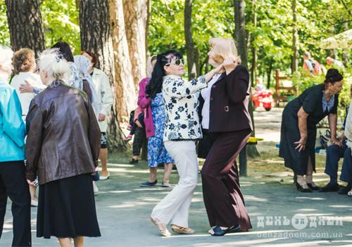 У шепетівському парку щонеділі влаштовують дискотеки для тих, кому «за…»