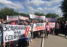Мер Старокостянтинова розганяв протестувальників, що стояли під молокозаводом