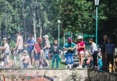 Смаколики та квитки на атракціони отримали діти пільгових категорій у День захисту дітей