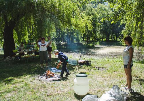 Каша та спортивні розваги чекали містян у парку в перший день літа