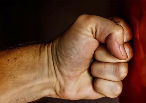 Після отримання тілесних ушкоджень потерпіла пробачила співмешканцю побиття