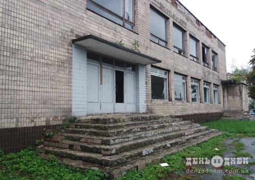 У Шепетівці за теорією розбитих вікон постраждало залізничне кафе