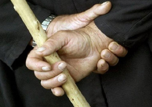 Не так відповіла на прохання: на Шепетівщині чоловік палицею побив 9-річну дівчинку