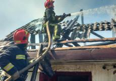У Романові згоріла господарча будівля