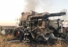Полонські вогнеборці запобігли пожежі поля із сухими соняхами