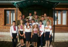 Учні в Шепетівському районі привітали шефів-лісників