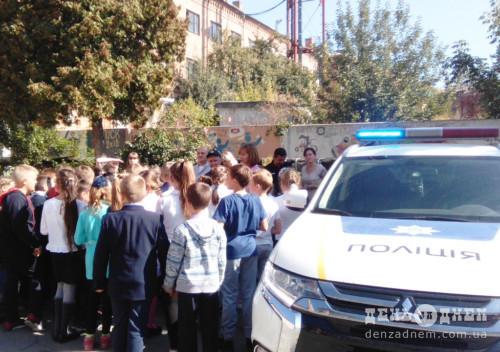 Шепетівські полісмени проводять профілактичні бесіди зі школярами