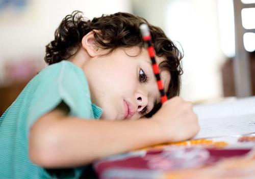 Батькам варто звернути увагу на поставу дітей-школярів