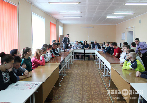Шепетівські ліцеїсти обговорили з депутатами дорослі питання